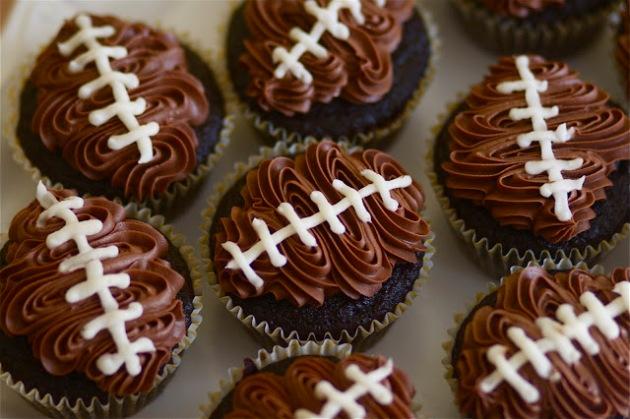 football-cupcakes
